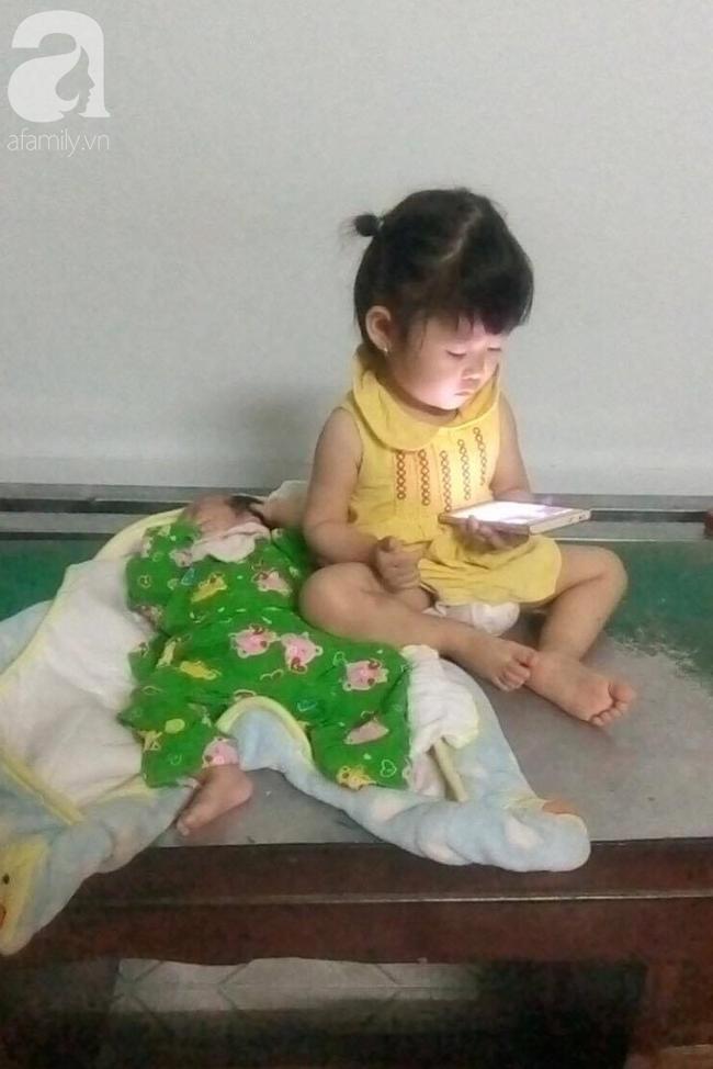 Em bé nằm bú sữa dưới hộc tủ, phía trên mẹ tất bật mưu sinh: Bé rất ngoan, biết thương mẹ, gia đình vẫn lo được cho con - ảnh 8