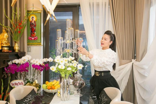 Không chỉ có biệt thự triệu đô, Nhật Kim Anh còn sống sang chảnh khiến ai cũng ghen tỵ thế này  - Ảnh 1.