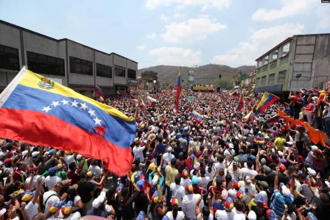 Ông Guaido đi vận động toàn quốc nhằm lật đổ Tổng thống Maduro - Ảnh 1.