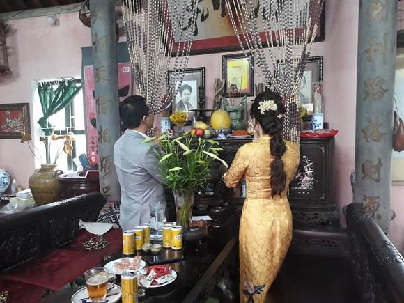 NSND Trung Hiếu tổ chức đám cưới với vợ trẻ kém 19 tuổi ở Thái Bình, bất ngờ nói điều này khiến cả hội trường thích thú - ảnh 2