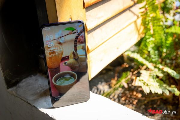 Mở hộp nhanh OPPO F11 Pro tại Việt Nam với camera trước thò thụt và thân máy đổi màu độc đáo - Ảnh 9.
