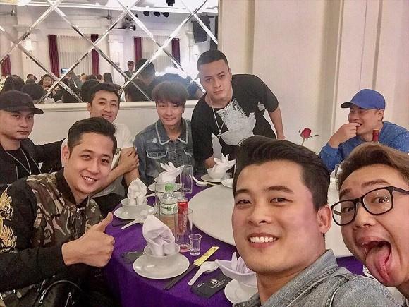 NSND Trung Hiếu tổ chức đám cưới với vợ trẻ kém 19 tuổi ở Thái Bình, bất ngờ nói điều này khiến cả hội trường thích thú - ảnh 8