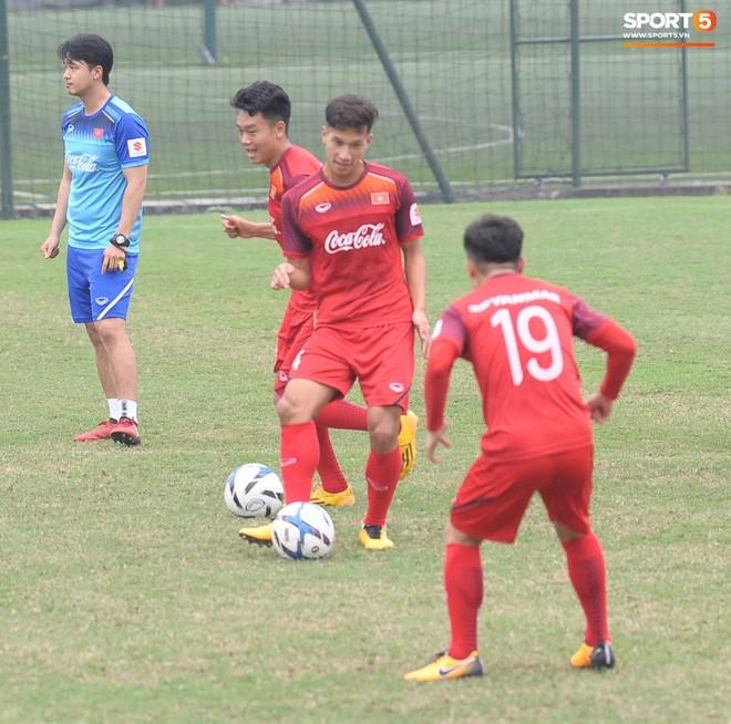 Trung vệ Nguyễn Văn Đạt: Cậu Tư em điển trai và nghệ sĩ của U23 Việt Nam - Ảnh 5.