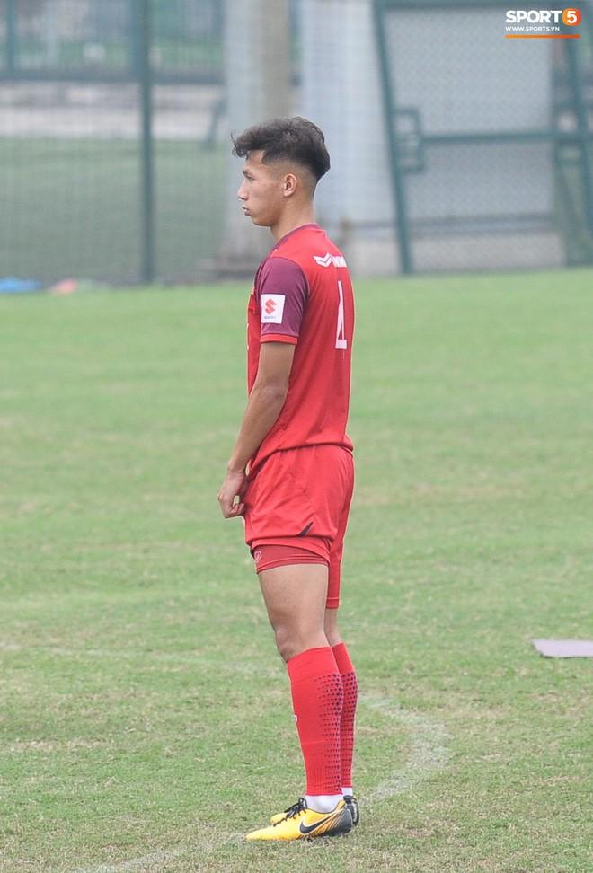 Trung vệ Nguyễn Văn Đạt: Cậu Tư em điển trai và nghệ sĩ của U23 Việt Nam - Ảnh 8.