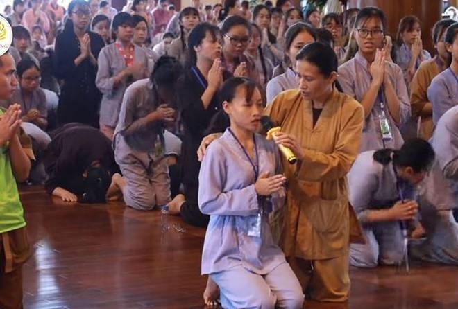 Chữa bệnh bằng thuyết oan gia trái chủ chùa Ba Vàng: Chuyên gia cảnh báo có thể mất mạng - Ảnh 1.
