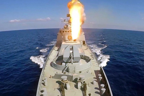Khinh hạm hiện đại nhất Nga đánh chặn đòn tập kích tên lửa ồ ạt của đối phương ở Syria - Ảnh 1.
