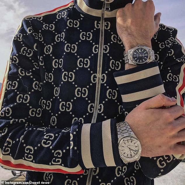 Giàu có đến điên rồ như Rich Kids Nga: Đi vệ sinh trên tiền, trang trí bữa sáng bằng đồng hồ Rolex - Ảnh 8.
