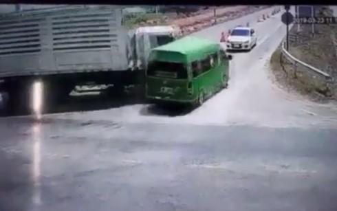 Danh tính 5 người Việt tử nạn trong vụ đâm ô tô thảm khốc ở Thái Lan - Ảnh 1.