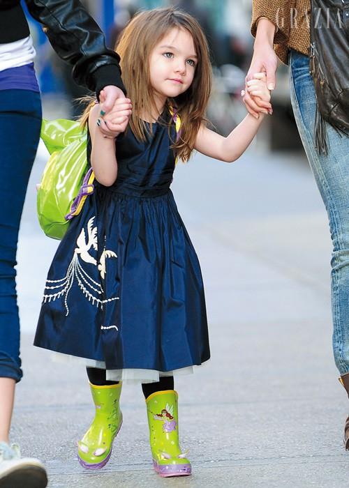 """Con gái Tom Cruise mặc xuề xoà nhưng gây sốt vì xinh ngỡ ngàng: Đẳng cấp nhan sắc """"công chúa Hollywood"""" - Ảnh 1."""