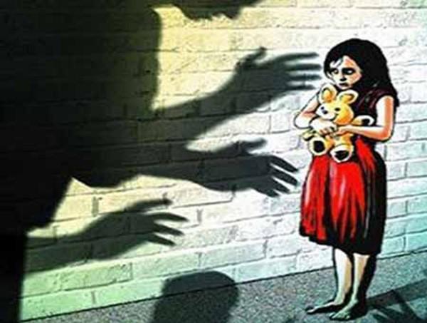 Bé gái 11 tuổi bị chính ông nội hãm hiếp suốt 1 năm mà không lên tiếng, đến khi được học giáo dục giới tính mới biết hành động đó là sai - Ảnh 1.