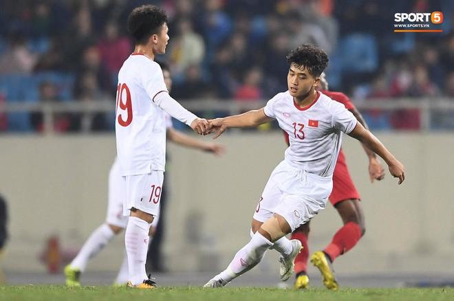 Bật mí mảnh giấy HLV Park Hang-seo nhắc bài Quang Hải trước khi U23 Việt Nam ghi bàn vào lưới Indonesia - Ảnh 2.