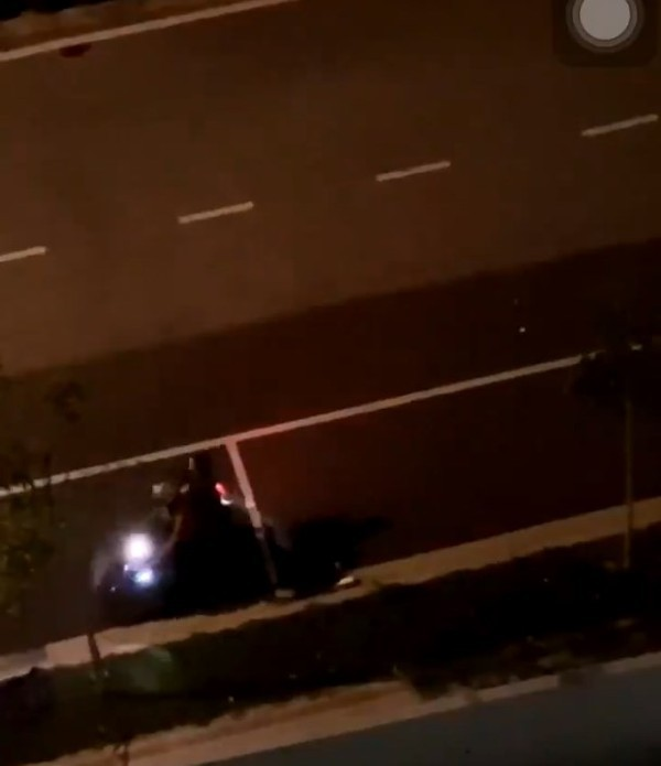 Thanh niên đâm xe vào bạn gái giữa đường vì tranh cãi nhỏ khiến dân tình bức xúc - Ảnh 3.