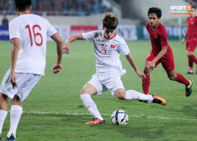 Bật mí mảnh giấy HLV Park Hang-seo nhắc bài Quang Hải trước khi U23 Việt Nam ghi bàn vào lưới Indonesia - Ảnh 7.