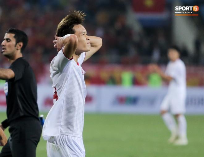 Bật mí mảnh giấy HLV Park Hang-seo nhắc bài Quang Hải trước khi U23 Việt Nam ghi bàn vào lưới Indonesia - Ảnh 8.