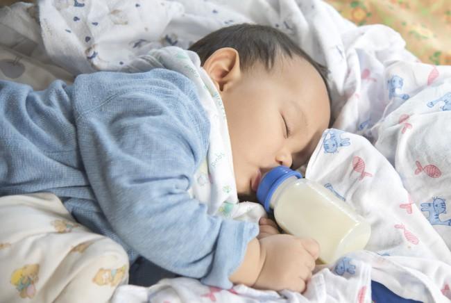 Cho con bú rồi ngủ quên mất, khi tỉnh dậy người mẹ đau khổ tột cùng vì thấy con mình đã ra đi mãi mãi - Ảnh 2.