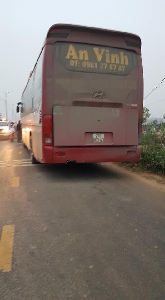 Hiện trường vụ xe khách đâm 4 người tử vong ở Vĩnh Phúc - Ảnh 5.