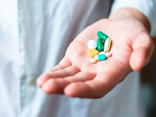 Những thực phẩm nên và không nên ăn khi sử dụng kháng sinh - Ảnh 1.