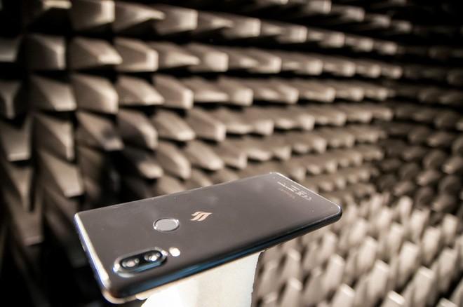 Vừa đặt chân đến Tây Ban Nha, smartphone Vsmart đã bị đem ra tra tấn dã man - Ảnh 9.