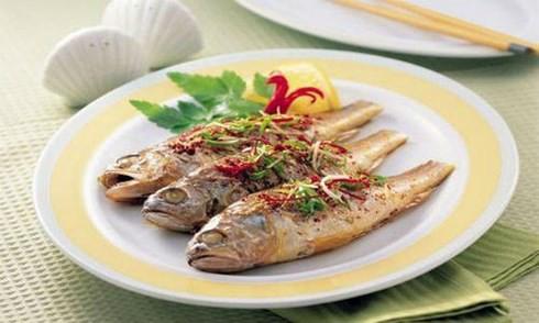 Ăn cá có tốt hơn ăn thịt đỏ? - Ảnh 1.