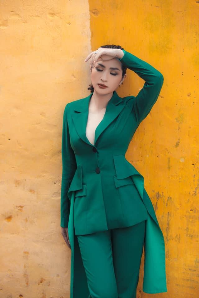 Nhan sắc rạng rỡ của nữ ca sĩ vừa trở về Việt Nam sau 15 năm biệt xứ vì scandal ảnh nóng - Ảnh 7.