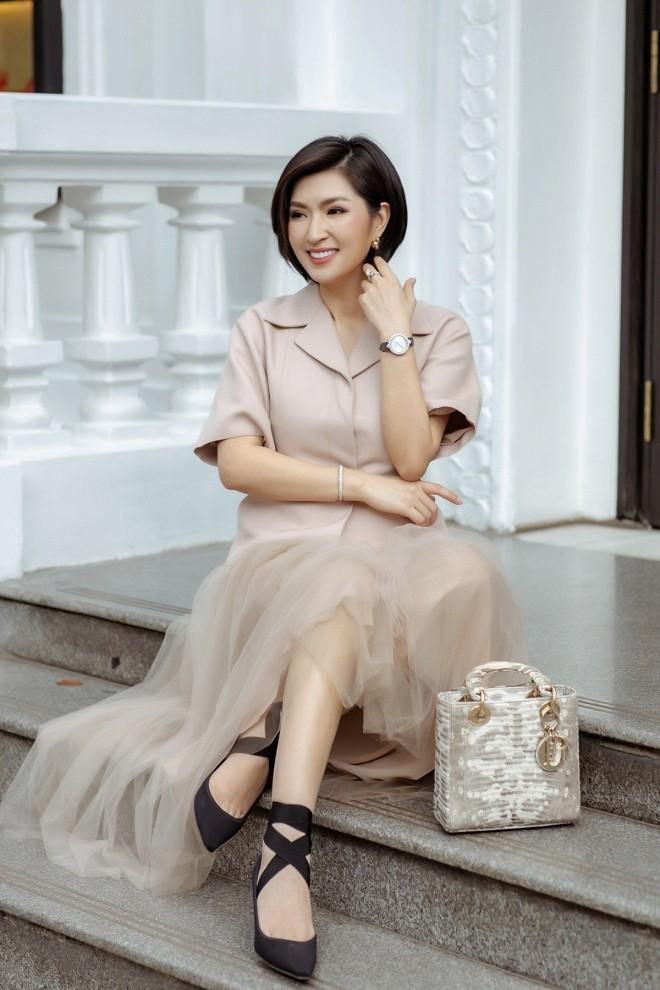 Nhan sắc rạng rỡ của nữ ca sĩ vừa trở về Việt Nam sau 15 năm biệt xứ vì scandal ảnh nóng - Ảnh 1.