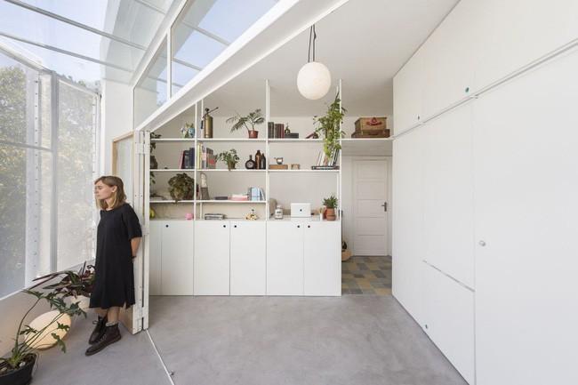 Căn hộ 25m² mát về hè, ấm về đông và luôn rộng hơn diện tích thực bởi thiết kế nội thất thông minh - Ảnh 3.
