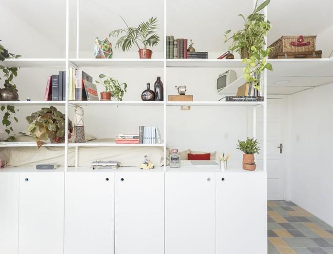 Căn hộ 25m² mát về hè, ấm về đông và luôn rộng hơn diện tích thực bởi thiết kế nội thất thông minh - Ảnh 4.