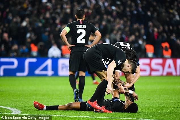 Trọng tài kỳ cựu chỉ ra lý do giúp Man United được hưởng quả penalty định mệnh trước PSG - Ảnh 2.