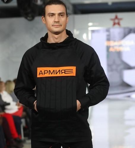 Ảnh: Thời trang quân sự Nga - hấp dẫn, sành điệu và khỏe khoắn - ảnh 9