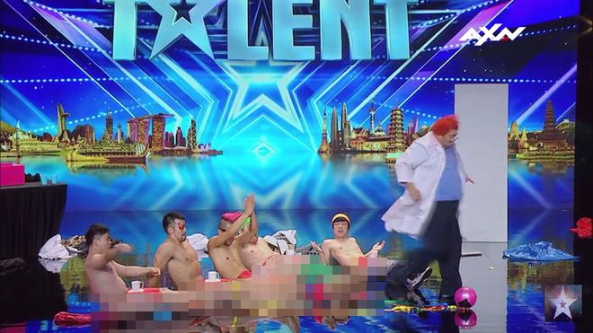 Asia's Got Talent: Thí sinh gây sốc khi thoát y diễn hài trên sân khấu - Ảnh 3.