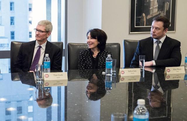 Nữ CEO Oracle vừa lọt top tỷ phú 2019 của Forbes: Gần 40 tuổi mới kết hôn, kiếm 135 triệu USD/năm, để chồng ở nhà trông con nhưng lúc nào cũng ngợi ca chồng hết lời - Ảnh 3.