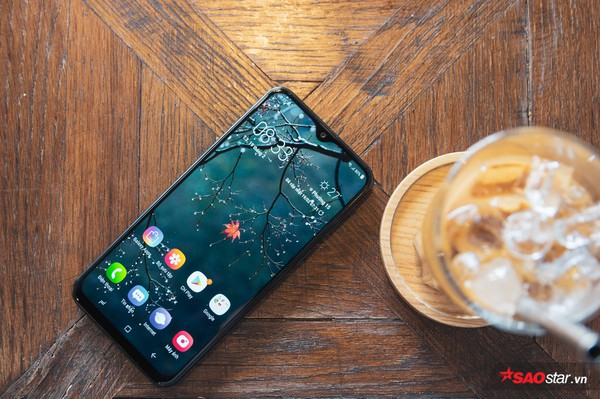 Đánh giá Samsung Galaxy M20: Smartphone có pin xài lâu sạc nhanh ấn tượng nhất! - Ảnh 1.