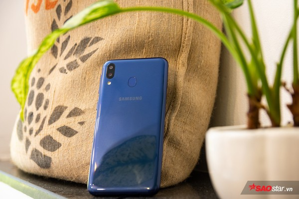 Đánh giá Samsung Galaxy M20: Smartphone có pin xài lâu sạc nhanh ấn tượng nhất! - Ảnh 3.