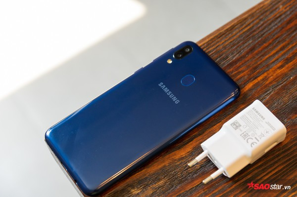 Đánh giá Samsung Galaxy M20: Smartphone có pin xài lâu sạc nhanh ấn tượng nhất! - Ảnh 8.
