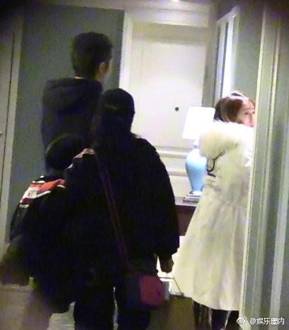 Scandal ngoại tình của mỹ nam Hoa Thiên Cốt: Tiểu tam chạy vội vào phòng, trở ra với chiếc quần ngủ khác biệt - Ảnh 3.