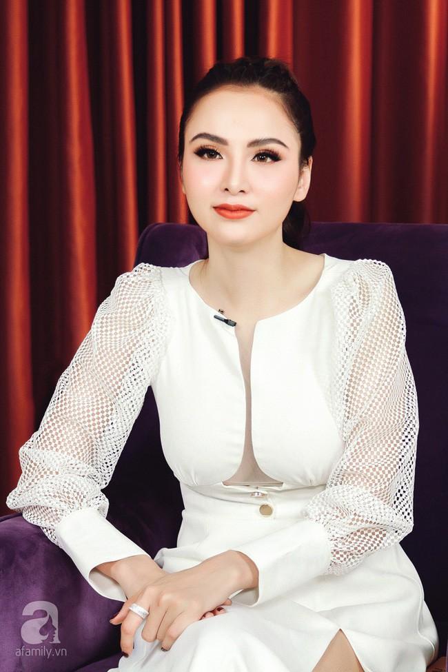 LIVESTREAM: Hoa hậu Diễm Hương phủ nhận chuyện ly hôn lần 2 - Ảnh 3.