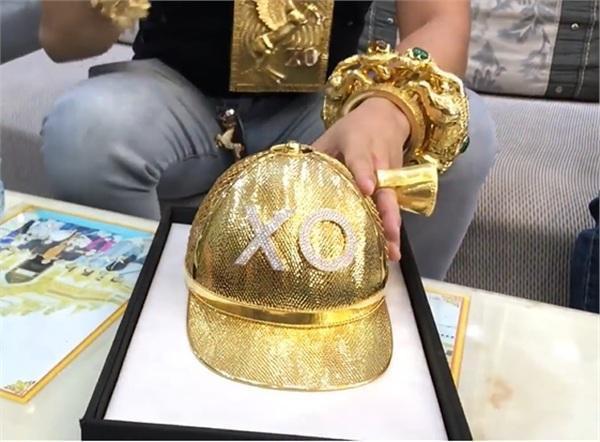 Đại gia Phúc XO vừa bị tạm giữ: Đeo nhiều vàng vì theo phong thủy chứ không phải khoe mẽ - Ảnh 1.