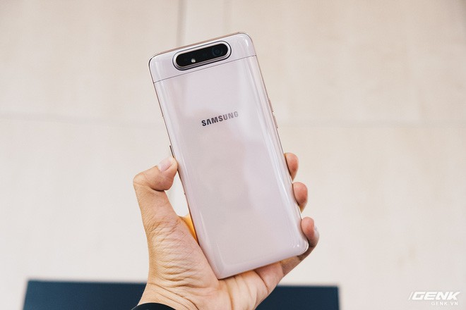 Đây là Samsung Galaxy A80: Camera nhào lộn vừa thò thụt vừa xoay lật, màn hình New Infinity không tai thỏ, camera 48MP - Ảnh 1.