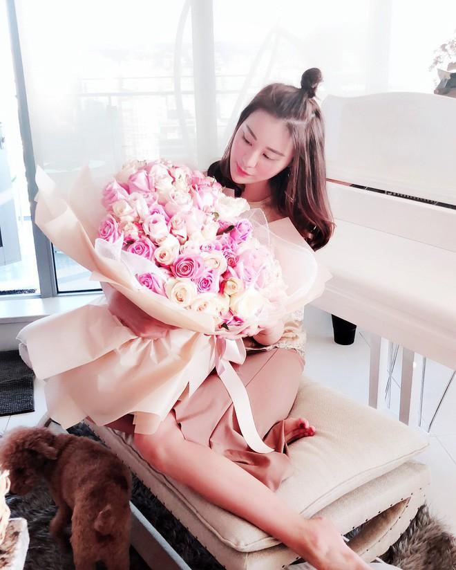 Cuộc sống xa hoa của tiểu thư có chiếc cằm đẹp nhất Trung Quốc: Bố mẹ cho chục tỷ mỗi tháng để tiêu xài, muốn xuất bản hẳn cuốn tạp chí về cách sống sang chảnh - Ảnh 11.