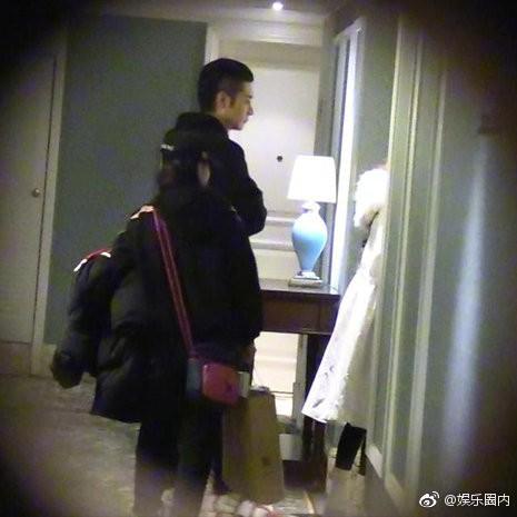Scandal ngoại tình của mỹ nam Hoa Thiên Cốt: Tiểu tam chạy vội vào phòng, trở ra với chiếc quần ngủ khác biệt - Ảnh 4.