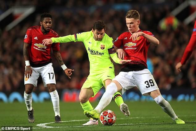 Trong ngày Old Trafford bị kéo sập, có một Quỷ đỏ vẫn khiến Barca phải chùn chân - Ảnh 1.
