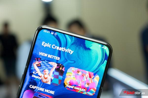 Trên tay nhanh Samsung Galaxy A80: Camera xoay lật 180 độ và màn hình chất chưa từng có! - Ảnh 2.