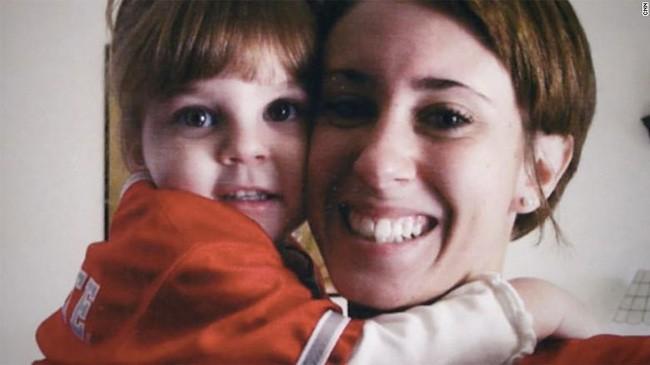 Vụ án bà mẹ trẻ độc ác giết con gái 3 tuổi, vài ngày sau tiệc tùng thả ga, nói dối cảnh sát nhưng cuối cùng vẫn được tuyên trắng án - Ảnh 5.