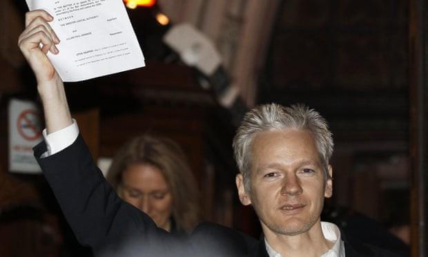 Tôi yêu WikiLeaks và sự phũ phàng của ông Trump sau vụ bắt giữ chấn động ĐSQ Ecuador - Ảnh 1.