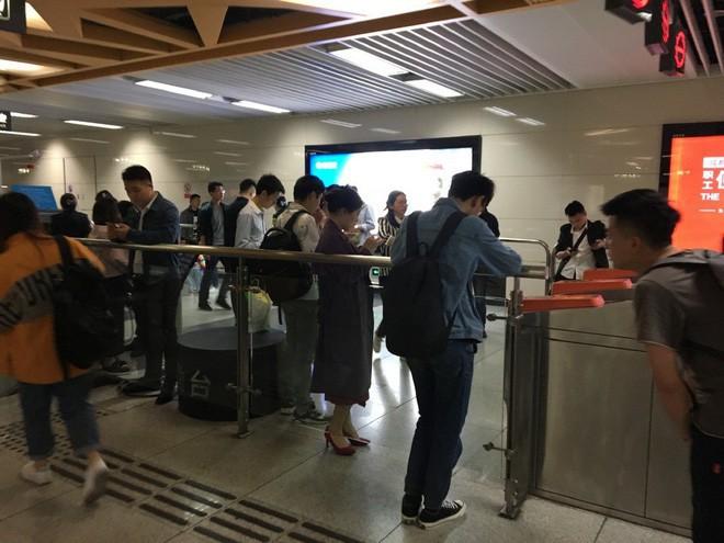 Trễ làm, tắc nghẽn giao thông tại một thành phố lớn của Trung Quốc vì một ứng dụng bị treo - Ảnh 3.