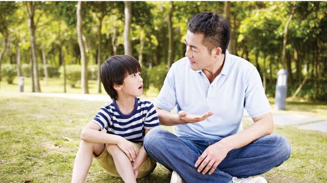Bạn càng chỉ trích, con càng trở nên tệ: Sau khi chúng mắc lỗi, cha mẹ chỉ cần hỏi 8 câu này để giúp trẻ nhận ra vấn đề và phát triển tư duy - Ảnh 2.