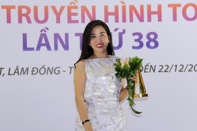 Gặp nữ phóng viên ở Hà Nội từng bị doạ giết cả nhà: Chúng ta muốn yên bình thì còn ai bên cạnh những người yếu thế - Ảnh 8.