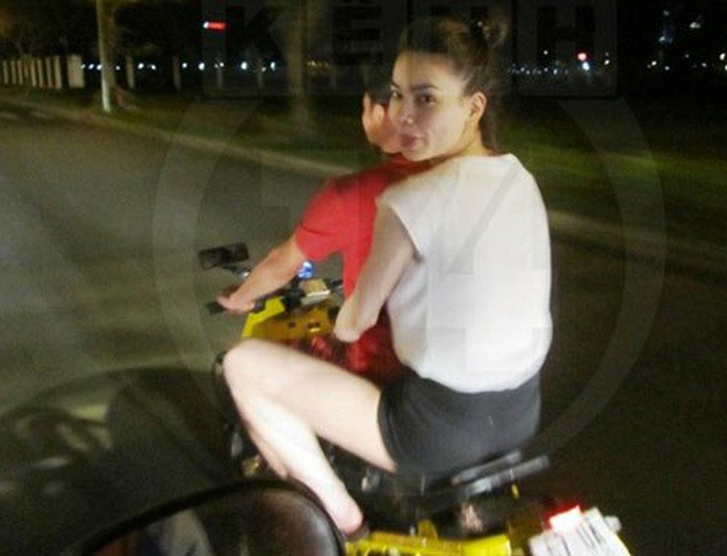 Hồ Ngọc Hà chở Kim Lý bằng xe máy mà không đội mũ bảo hiểm gây tranh cãi - Ảnh 3.