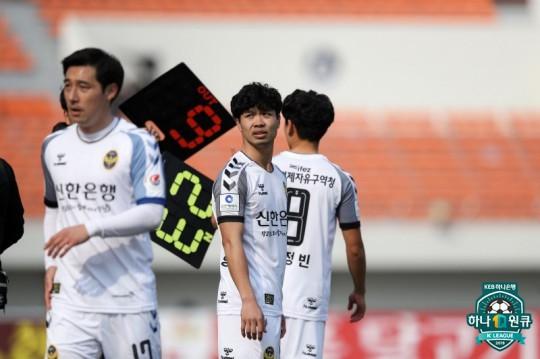 Incheon United đổi bài, Công Phượng mất suất đá chính? - Ảnh 1.