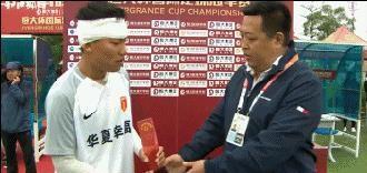 Báo TQ khen bản lĩnh của đội nhà sau khi đội trưởng lãnh cú đấm từ cầu thủ Hà Nội FC - Ảnh 2.